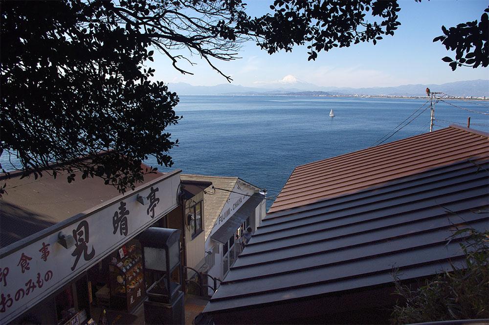 江ノ島から見える相模湾と富士山