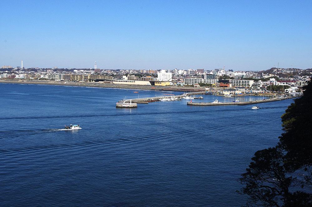 江ノ島から見る片瀬港