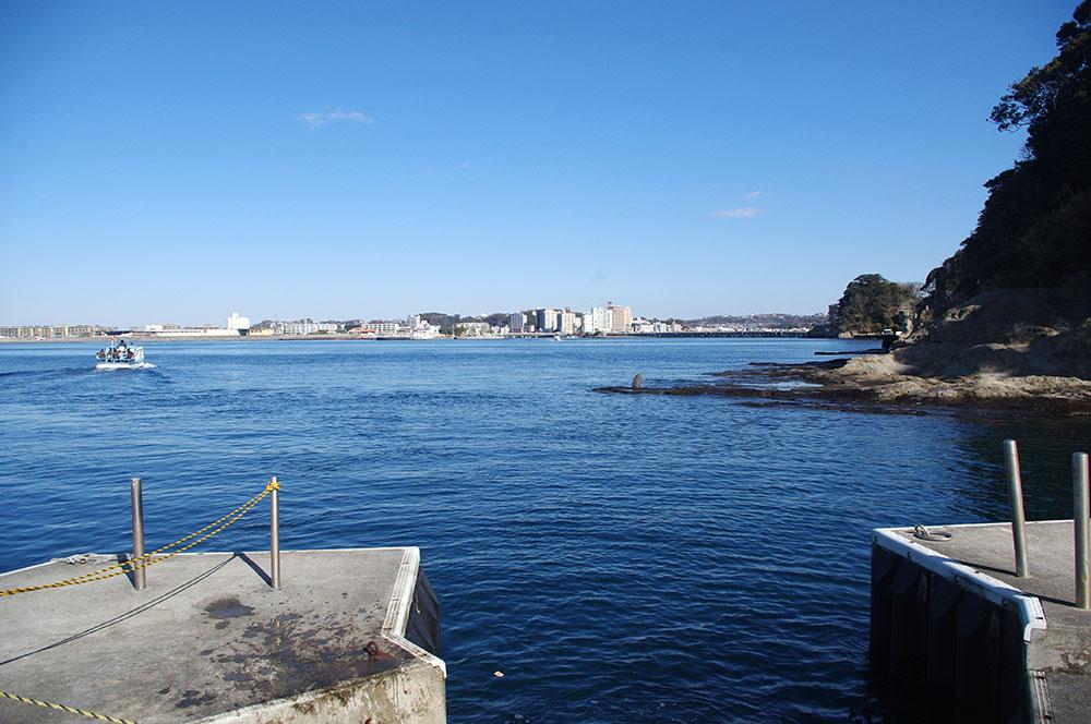 江ノ島船着場から見た藤沢