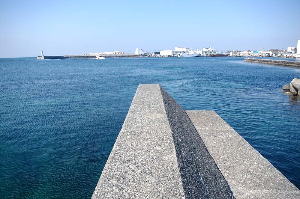 灘ヶ崎寄りの小堤防