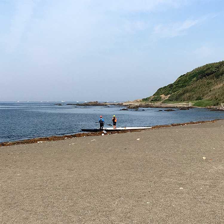 和田長浜海岸から出発するカヤック