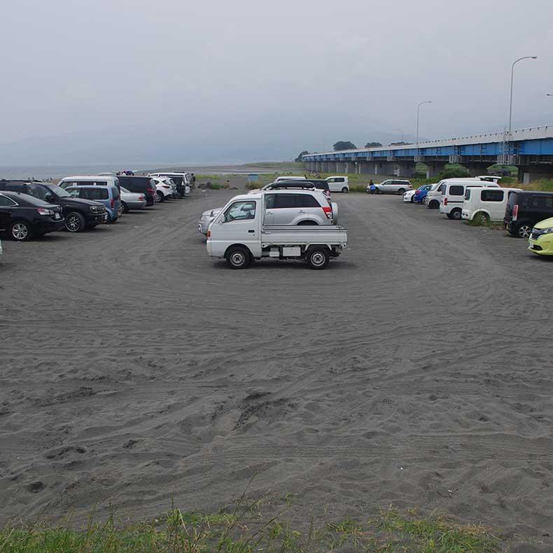 酒匂海岸に隣接する無料駐車場