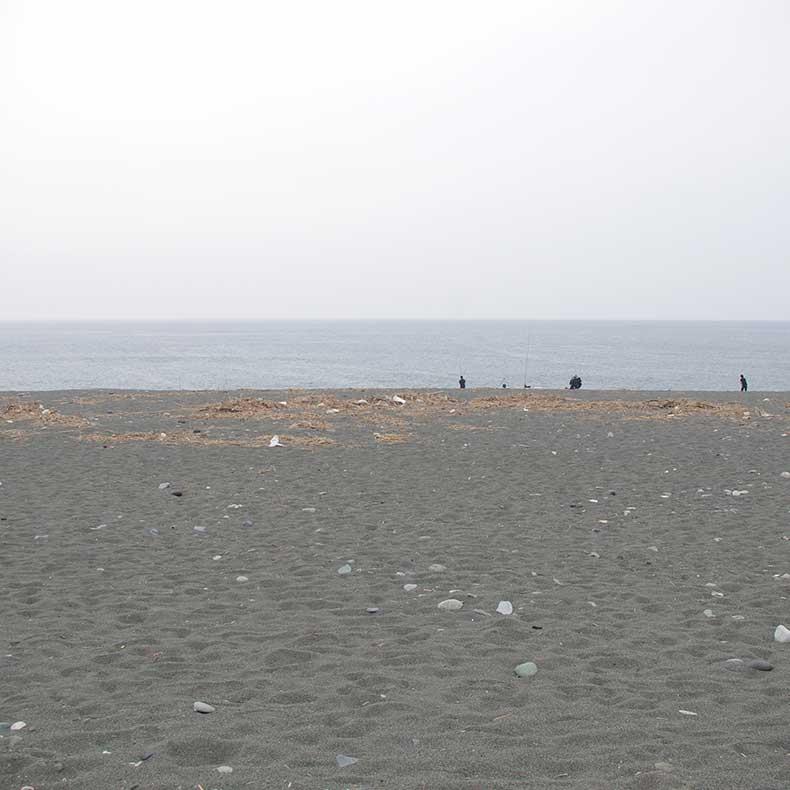 無料駐車場前の酒匂海岸