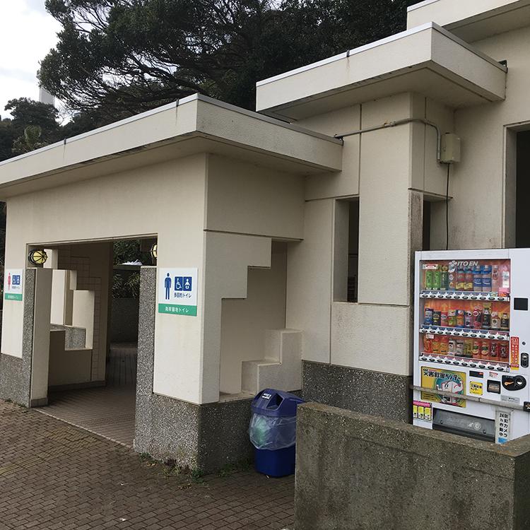 観音崎公園の中央付近にあるトイレ