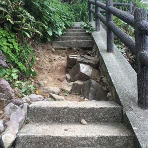 真鶴の遊歩道が台風で崩壊