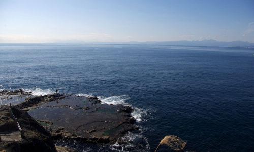 江ノ島から見た裏磯と相模湾